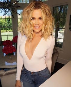 Khloe Kardashian tells herself to & down the fork& in latest body pos. - Hair and beauty - Khloe Kardashian Hair Short, Kardashian Hairstyles, Khloe Hair, Kourtney Kardashian, Khloe Kardashian Hair Tutorial, Celebrity Hairstyles, Khloe Kardashian Bodysuit, Kardashian Workout, Hair Beauty