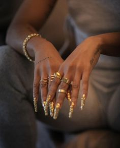 Gold Aesthetic, Black Girl Aesthetic, Grillz, Gold Nails, Black Nails, Cute Nails, Pretty Nails, Hand Tattoo, Nail Ring