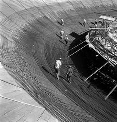 Le photographe français Marcel Gautherot a réalisé ces images noir et blanc de la construction de la ville nouvelle de Brasilia conçue par Oscar Niemeyer pour remplacer Rio de Janeiro comme capitale du Brésil dans les années 50.