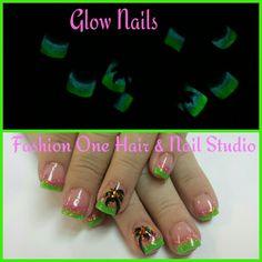 Glow in the dark nails #GlowInTheDark #funnails #palmtrees #coloredacrylic #handpaint#nailsbytammy