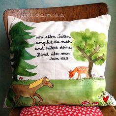 Wald mit Reh, Geschenk zur Taufe, individueller Kissenbezug aus Bio-Baumwolle für Babys und Kinder