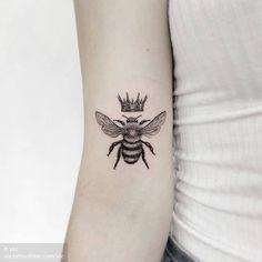 Cute Tattoos For Women Queen Bees - Cute Hand Tattoos, 1 Tattoo, Body Art Tattoos, Sleeve Tattoos, Pet Tattoos, Tatoos, Crown Tattoos For Women, Cute Tattoos For Women, Tattoos For Guys