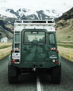 Land Rover Defender 90 Td5 Sw Se County. Rear view. Wonderful.