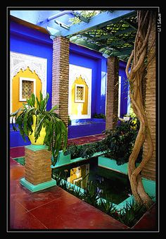 Jardin Majorelle, home of Yves Saint Laurent, Marrakech. Was a stunning, unexpected highlight in a city full of them. Moroccan Design, Moroccan Decor, Moroccan Style, Exterior Design, Interior And Exterior, Art Marocain, Moroccan Garden, Riad Marrakech, Pintura Exterior