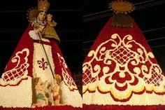 Manto de flores de la Virgen de los Desamparados despues de la ofrenda de Fallas 2013