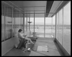 Modernist Architects Believed Their Designs Would Make You Healthier - Artsy Richard Neutra, Modern Architects, Living Off The Land, Linoleum Flooring, International Style, Indoor Outdoor Living, Modern Buildings, Midcentury Modern, Building A House