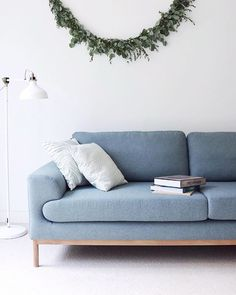 What a slow Sunday it is! Just a perfect day to sit and relax with a nice read and fresh brew. But first I need to get myself some groceries and after that this corner is definitely going to be my chill zone. @sofacompanynl | #sofacompany #sp