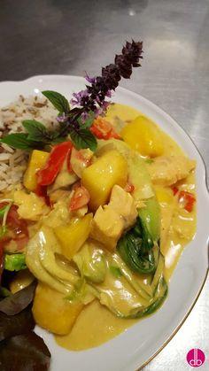 Rezept: Fisch-Ragout mit frischer Mango in Kokos-Curry-Sauce - Famous Last Words Curry Sauce, Arabic Food, Pork Recipes, Deli, Potato Salad, Cabbage, Good Food, Pak Choi, Food And Drink