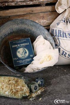 Le savon de Marseille se présente également en copeaux pour la machine
