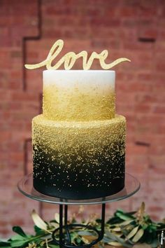 "Un wedding cake ""in love"" pour un mariage en or"