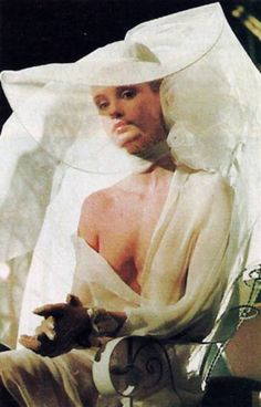 Jessica Lange as the 'Angel of Death' in All That Jazz (Bob Fosse, / Jessica Lange joue « l'Ange de la mort Jessica Lange King Kong, Zeus And Hera, Bob Fosse, Blond, All That Jazz, Cinema Posters, Catherine Deneuve, Angel Of Death, Old Hollywood Glamour