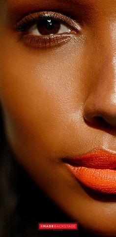 O olhar para Rag & SS14 # NYFW show de osso era tudo sobre textura. Diretor Artístico Global da Revlon, Gucci Westman, criou um rosto luminoso emparelhado com uma máscara laranja em negrito lip-inspirado na manhã depois de uma noite fora.