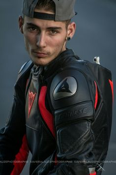 Fantastic Moto bike images are available on our internet site. Take a look and you wont be sorry you did. Motorcycle Suit, Motorcycle Leather, Moto Bike, Motard Sexy, Bike Leathers, Biker Boys, Biker Gear, Biker Style, Man Style