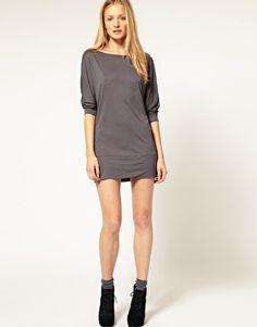 Vergrößern Maggie Ward – Doman – T-Shirt-Kleid mit Fledermausärmeln  Herrenmode Online, 9a6ab610ca