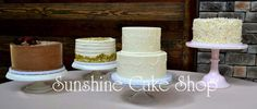 Hand-piped main cake with multiple rustic single tier cakes