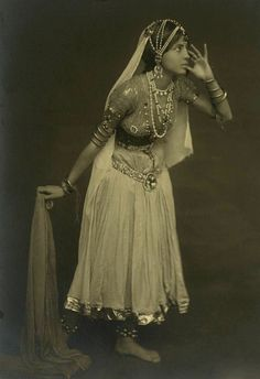 Old picture of an Indian dancer. Look at that jewelry!