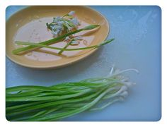 Cooking with flowers: Pasta with creamy onion weed sauce