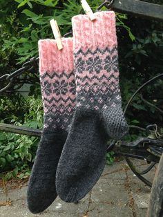 Norwegermuster – Mit Liebe Selbstgemachtes The Effective Pictures We Offer You About Knitting yarn A quality picture can tell you many things. Crochet Socks, Knitting Socks, Free Knitting, Baby Knitting, Knit Crochet, Knitting Patterns, Crochet Patterns, Knit Socks, Laine Rowan