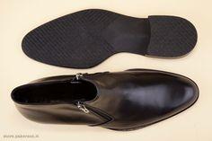 The comfortable warm coco lining hugs the foot; the rubber sole lends flexibility and agility. - Il caldo interno in warm cocco accoglie il piede, la suola in gomma gli dona flessibilità.