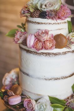 Semi naked wedding cake, semi naked cake, unique wedding bouquet, unique bouquet, copper pipe wedding, copper wedding, wedding backdrop, lace wedding dress, blush wedding dress, blue suit, bride and groom, styled shoot, real wedding, wedding, wedding dress, couple in love, organic wedding, organic romantic wedding, romantic wedding, coral flowers, pink flowers.