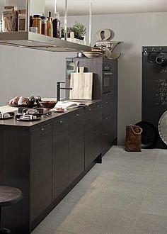 De vtwonen keuken 2011 van Grando Keukens heeft compacte kook- en opbergmogelijkheden.