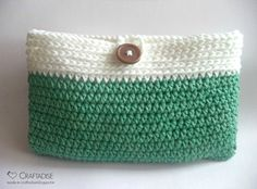 Make this beautiful crochet purse for yourself or as a gift! Guest Post Contributor, Salma Sheriff from Made in Craftadise shares her free crochet purse pattern for you to enjoy!