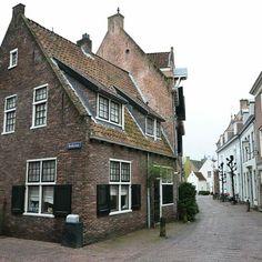 Muurhuizen, hoek Kerkstraat.