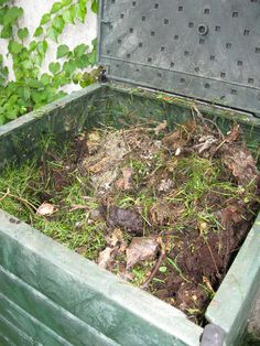 How to Build a Super Simple DIY Compost Bin