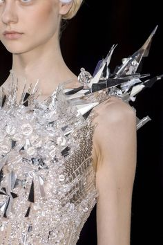 Ice Princess - silver and clear Sparkling sequin, beaded and crystal jewel encrusted dress (runway couture gown) Valentin Yudashkin F/W 2013 Valentin Yudashkin, Beauty And Fashion, Fashion Art, Fashion Show, Fashion Design, Paris Fashion, Crazy Fashion, Fashion Gallery, High Fashion