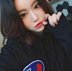 Las etiquetas más populares para esta imagen incluyen: girl, korean, asian y ulzzang