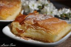 Bougatsa, o placinta greceasca cu gris Vegan Sweets, Sweets Recipes, Desserts, Vegan Food, Greek Recipes, Vegan Recipes, Cooking Recipes, Alcohol Cake, Happy Vegan