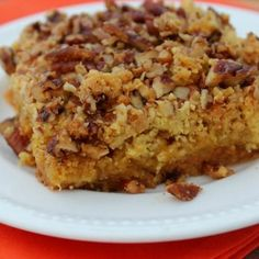 We love Fall pumpkin recipes. Our mom got this Pumpkin Pie Cake recipe years ago at a church party. It is a cross between pumpkin pie and cake. Fall Desserts, Just Desserts, Delicious Desserts, Yummy Food, Dessert Healthy, Healthy Cake, Healthy Food, Pumpkin Pie Cake, Pumpkin Dessert