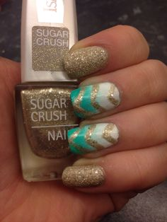 Linn Nail Art. This is just too damn beautiful. I would do this:-)