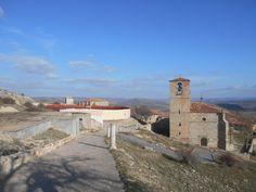 Iglesia de la Trinidad y Camino al Castillo