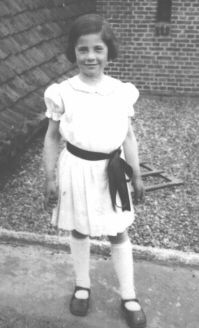 Leni Valk died at the age of 10 in the concentration camp Sobibor while her parents thought her daughter was in a safe place with her aunt and uncle. Her mom and dad survived.