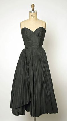 Perfect for parties! Cocktail dress Jacques Fath (French, Design House: House of Jacques Fath (French, founded Date: Women's vintage designer party fashion for fall winter Jacques Fath, 1940s Fashion, Vintage Fashion, Club Fashion, Classic Fashion, Vintage Vogue, Vintage Glamour, Party Fashion, Fall Fashion