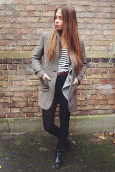 UNIVERSITY outfit by Jeany from vogueetvoyage.com #ootd #outfit #fashion #coat #print #printmix #black
