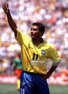 Football World Cup 1994, Brazil v Cameroon, Romario waves to the crowd.