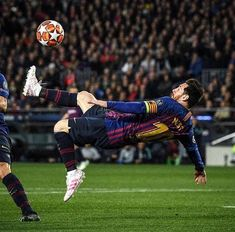 Messi Vs Ronaldo, Messi 10, Arsenal Football, Football Boys, Messi Champions League, Fc Barcelona Wallpapers, Lionel Messi Wallpapers, Messi Argentina, Leonel Messi