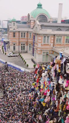 서울역 광장 슈즈트리. 신발트리