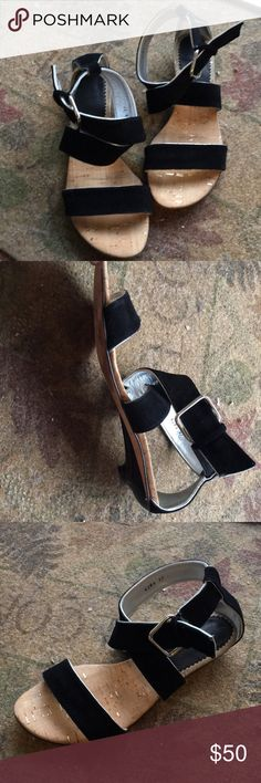 Luiza Mirnar sandals Cute sandals you can dress up or dress down! Excellent condition. From Bloomingdales. Comes in box size 37 (7 women's) Luzia Mirnar Shoes Sandals