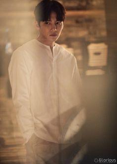 "[Drama] Charismatic eyes and rain showers in more behind-scenes from ""Suspicious Partner"" Ji Chang Wook Abs, Ji Chang Wook Smile, Ji Chang Wook Healer, Ji Chan Wook, Actors Male, Korean Actors, Dramas, Suspicious Partner Kdrama, Korean Drama Funny"