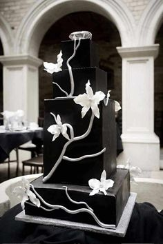 Gorgeous Black And White Wedding Cakes