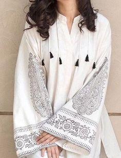 Pakistani Fashion Casual, Pakistani Dresses Casual, Pakistani Dress Design, Casual Dresses, Midi Dresses, Indian Fashion, Casual Wear, Kurta Designs Women, Kurti Neck Designs