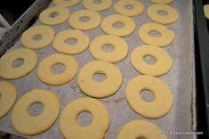Fursecuri fragede cu unt 3 2 1 | Savori Urbane Unt, Cookie Recipes, Biscuits, Deserts, Cookies, Food, Activities, Recipes, Canning