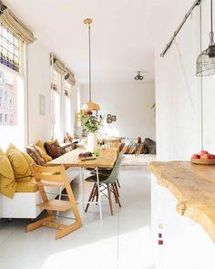 Mooie okergele details op de bank! @liliinwonderland #interieur #okergeel #minimal #minimaldecor #decor #bohemiandream #woontips #interieurdesign #interieurinspiratie