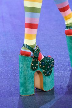Marc Jacobs Spring 2017 Ready-to-Wear Fashion Show Details Crazy Shoes, Me Too Shoes, Fashion Art, Fashion Show, Creative Shoes, Taste The Rainbow, Everyday Shoes, Ss 2017, Over 50 Womens Fashion