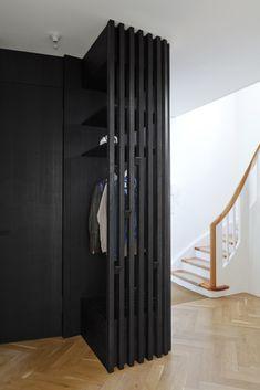 home hallway decor Small Entrance Halls, House Entrance, Modern Foyer, Modern Entrance, Hall Interior, Interior And Exterior, Interior Design, Hallway Cupboards, Garderobe Design