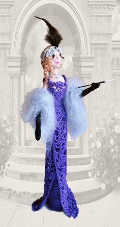 Arte muñeca, muñeca de trapo de ganchillo, muñeca de trapo, muñeca decorativa fumador señora en púrpura, idea de regalo para la niña y mamá, ooak doll, muñeca de estilo retro
