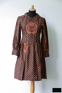 Dress batik Truntum gurdo Blouse Batik, Batik Dress, Kimono, Blouse Dress, Traditional Fashion, Traditional Outfits, Thai Fashion, Womens Fashion, Pretty Outfits